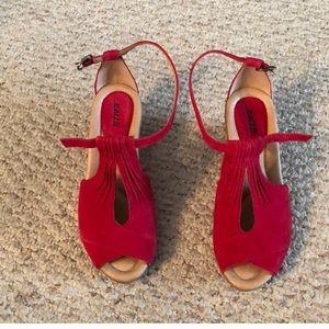 Earth Caper curvet sandals